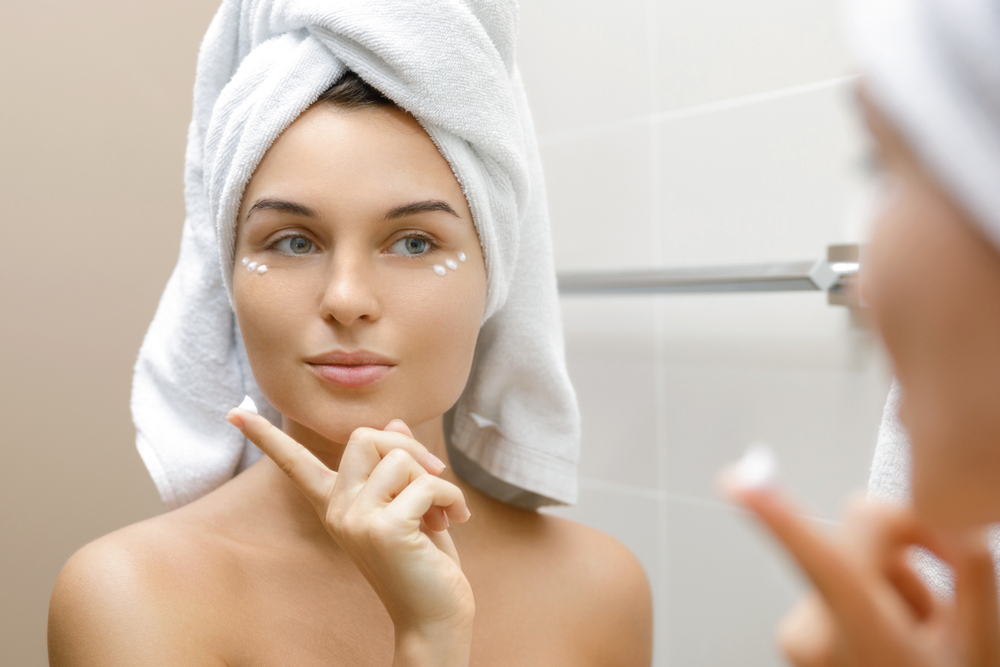 How To Use An Eye Cream The Right Way article image by Blissskincare.com.au