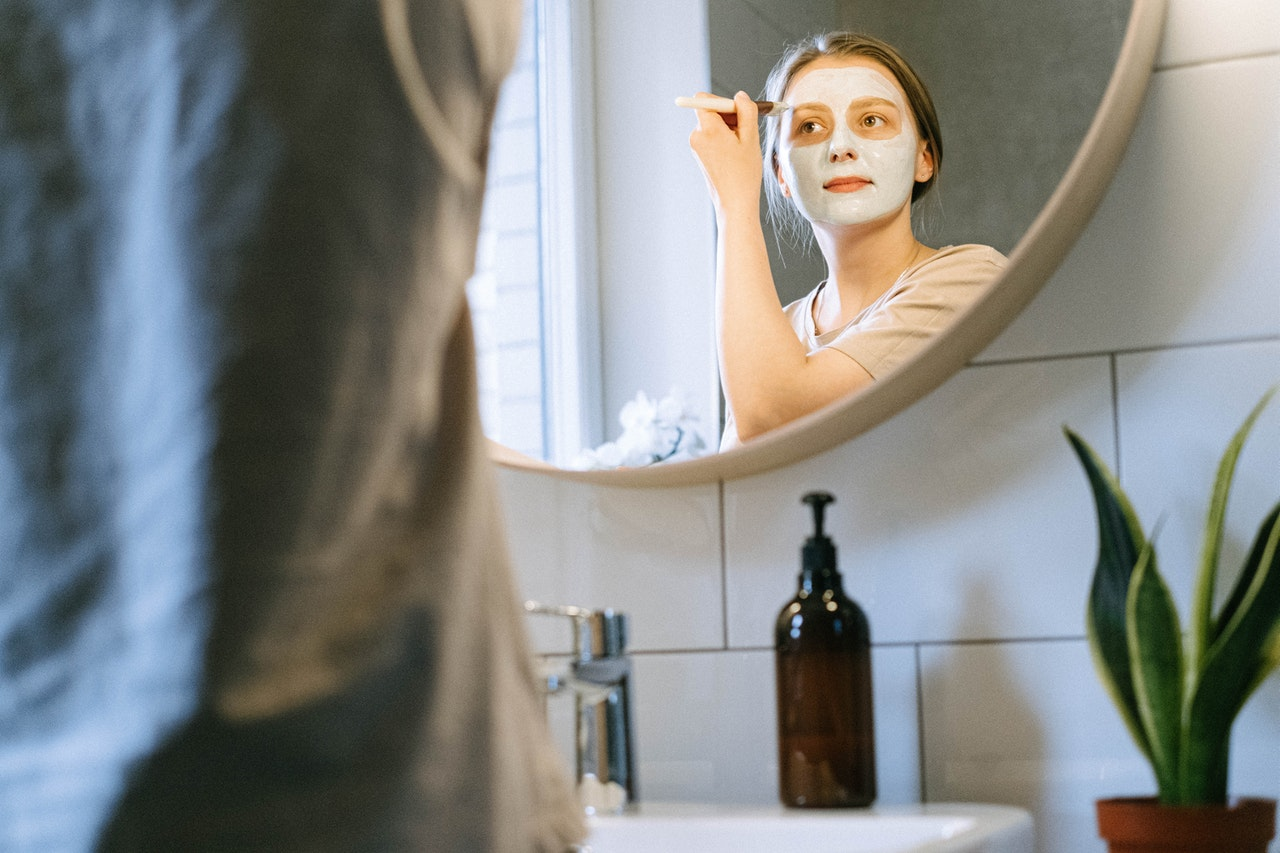 What Is the Right Age To Start Using Anti-Ageing Products article image by Bliss Skincare